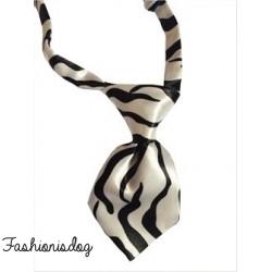 Cravate zébrée noire et blanche